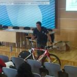 Gustavo Rodríguez en clase de mecánica.